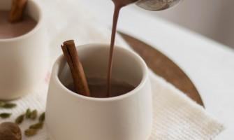 Kruidige warme chocolademelk