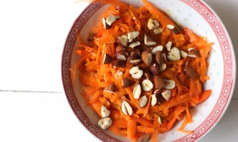 Carrot salad with turmeric dressing